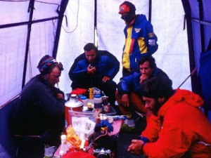 ed-viesturs-everest-1996_50095_600x450